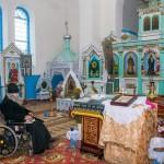 Батюшка и камни. Как в умирающей деревне живет и служит священник в инвалидном кресле .